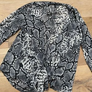 Pretty little thing wrap top